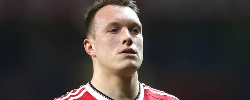 5a9857a0c869cb Phil Jones jest zadowolony ze swojej wysokiej formy i wierzy, że stabilna  linia obrony ma kluczowe znaczenie dla Manchesteru United.